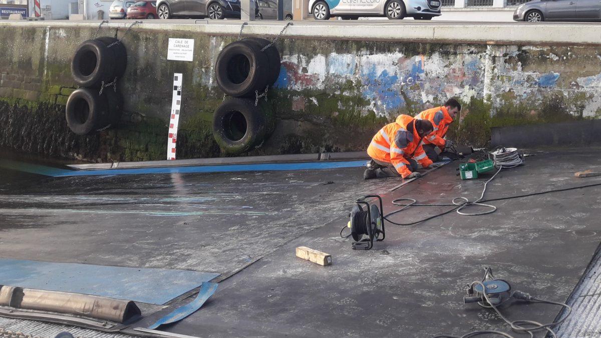 extension du tapis de carénage sur le port d'Audierne