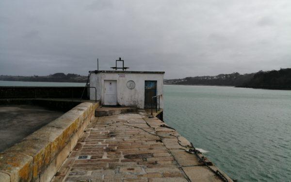 quai ouest et ancien local pour le pompage d'eau de mer